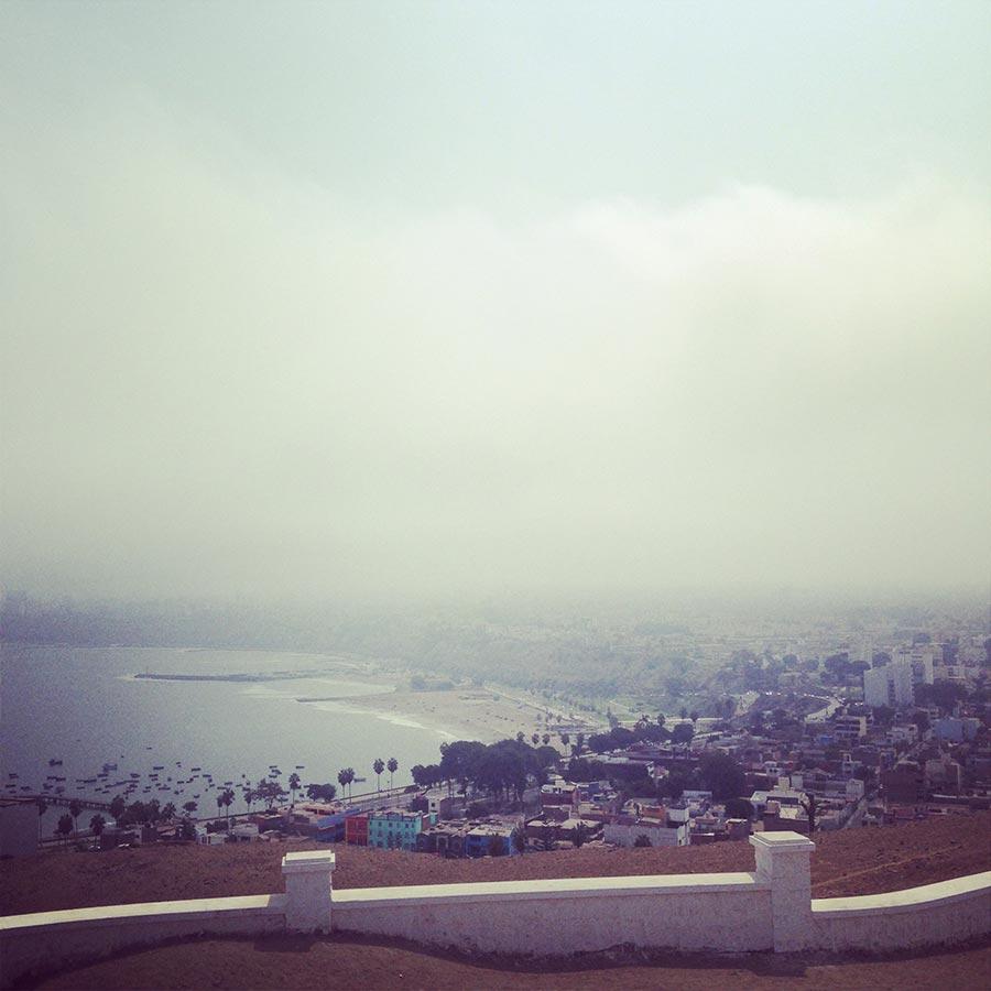 リマ郊外の高台からの眺め
