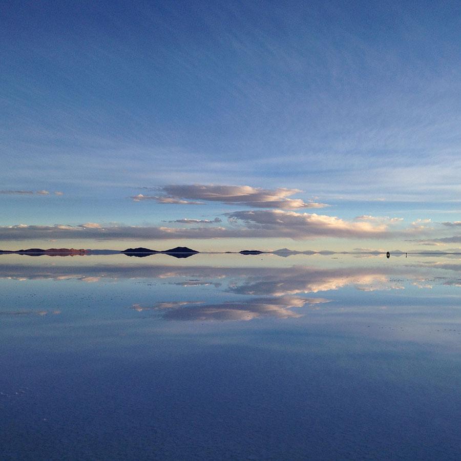 ウユニ湖の鏡張り。