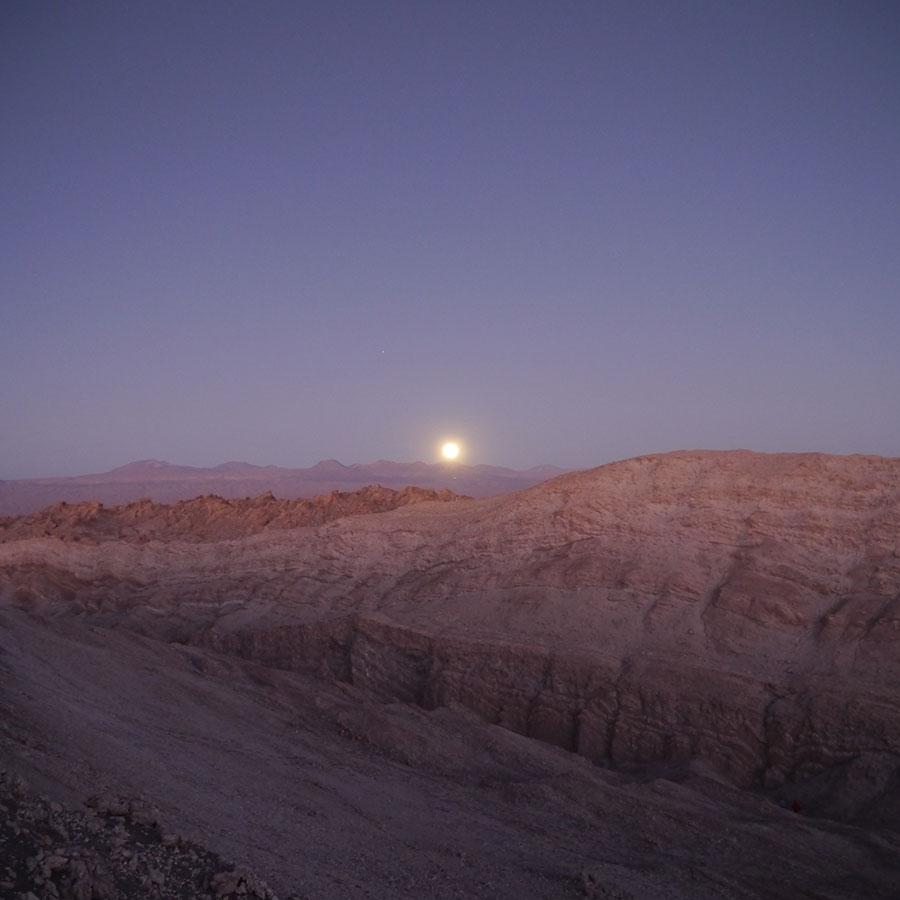 美しい月の出。