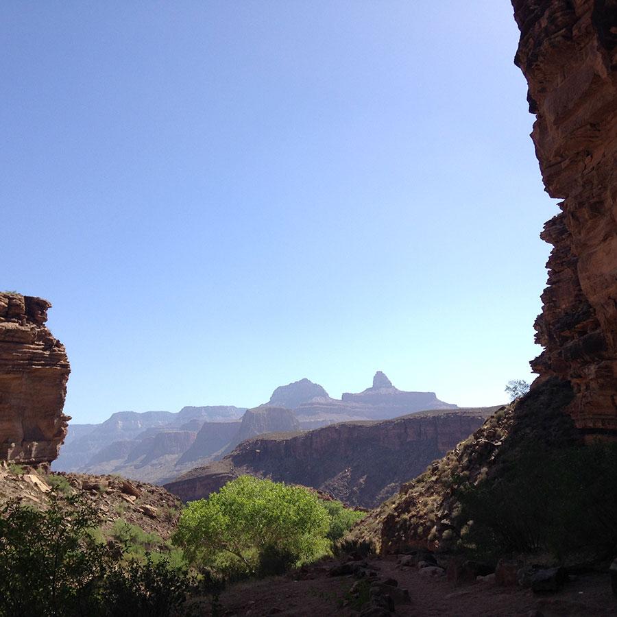 ほぼ谷底からの景色。