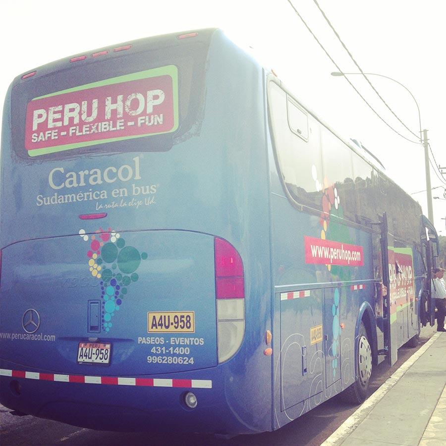 PERU HOPのバス