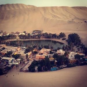 ペルーのガラパゴスと絵に描いたような砂漠の中のオアシスの街ファカチーナ。