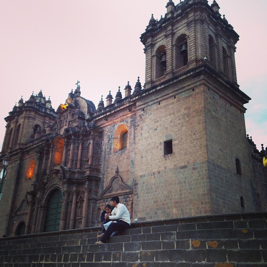 アルマス広場の隣のCathedral of Santo Domingo