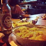 フリーポートの名物料理は、コンク(法螺貝)にSANDS(砂)ビール!