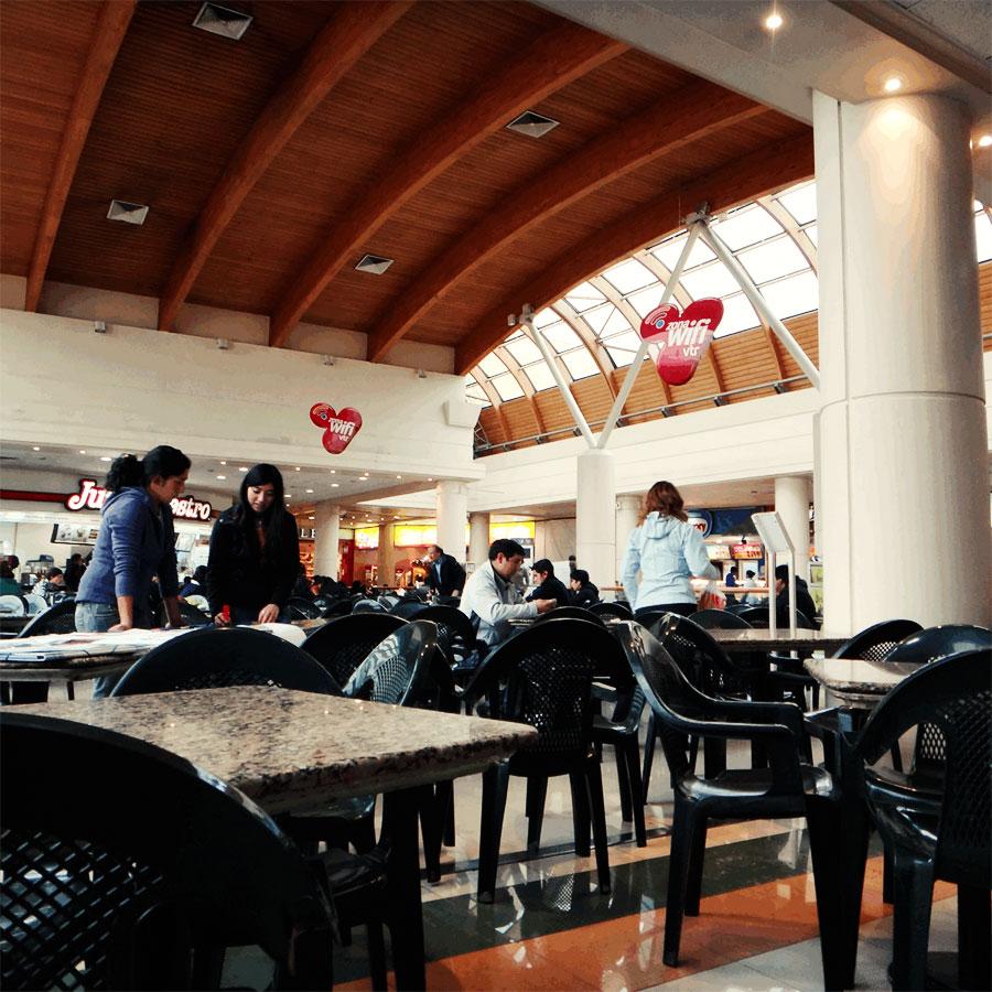 プエルトモントのバスターミナル。