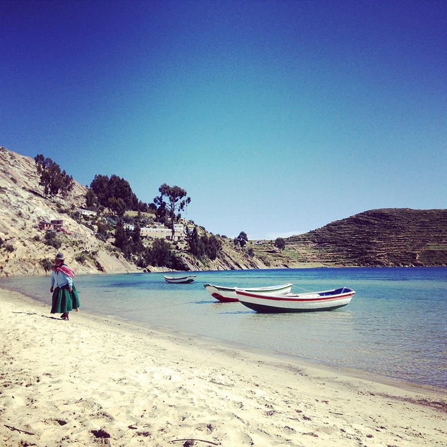 イソラデソルの湖畔に浮かぶボート