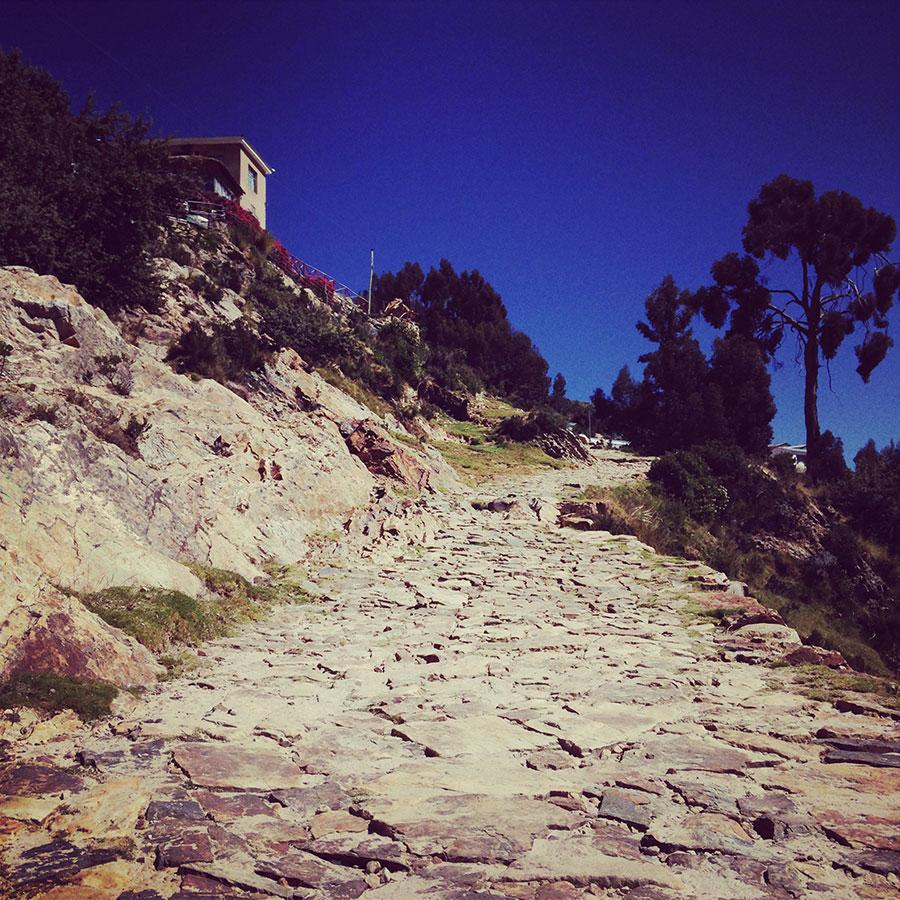 石畳の道。