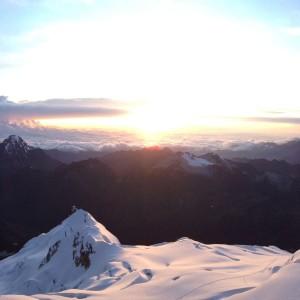 6088メートル、ワイナポトシ登頂!頂上から見たご来光は、表現できない満足感と美しさ。