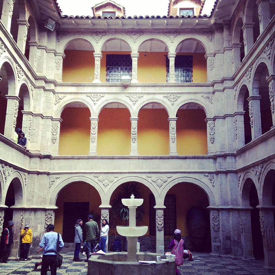 古い歴史を感じさせる建物。