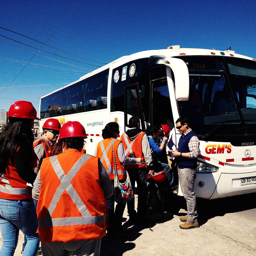 セミカマバスに乗り込んで出発。