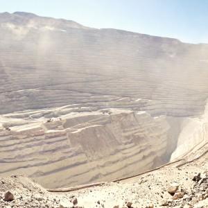 チリ3日目。チュキカマタ銅鉱山見学。夜は、サンティエゴ空港で初野宿。