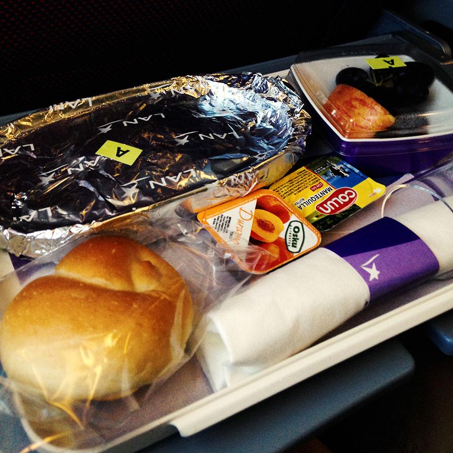 イースター島行きのLAN航空の機内食。