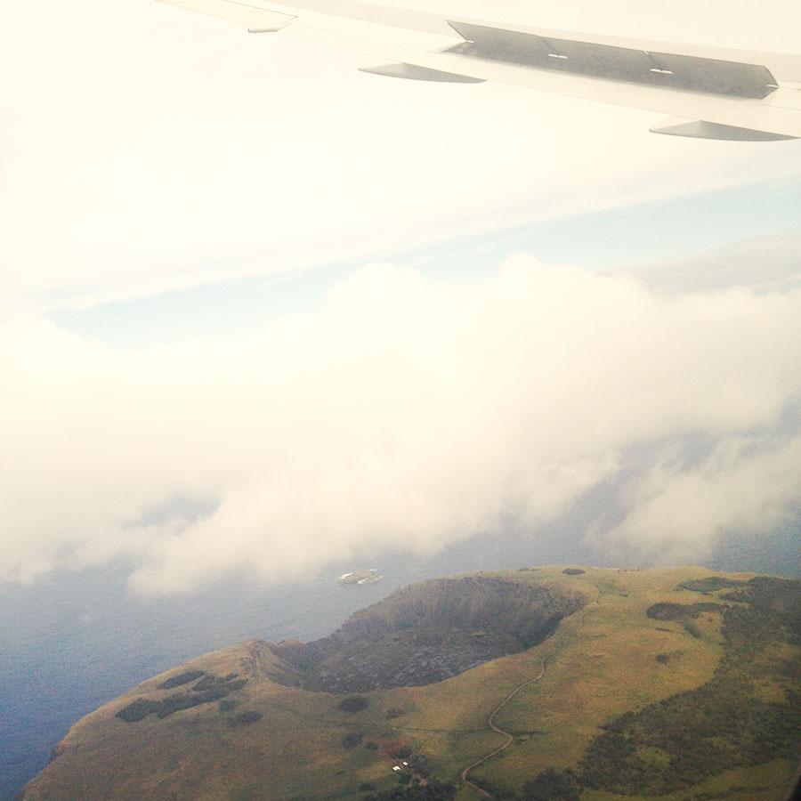 機内から眺めるラパヌイ