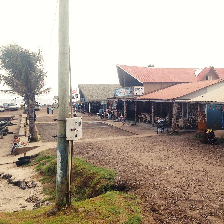 ラパヌイ中心近くの海岸線。