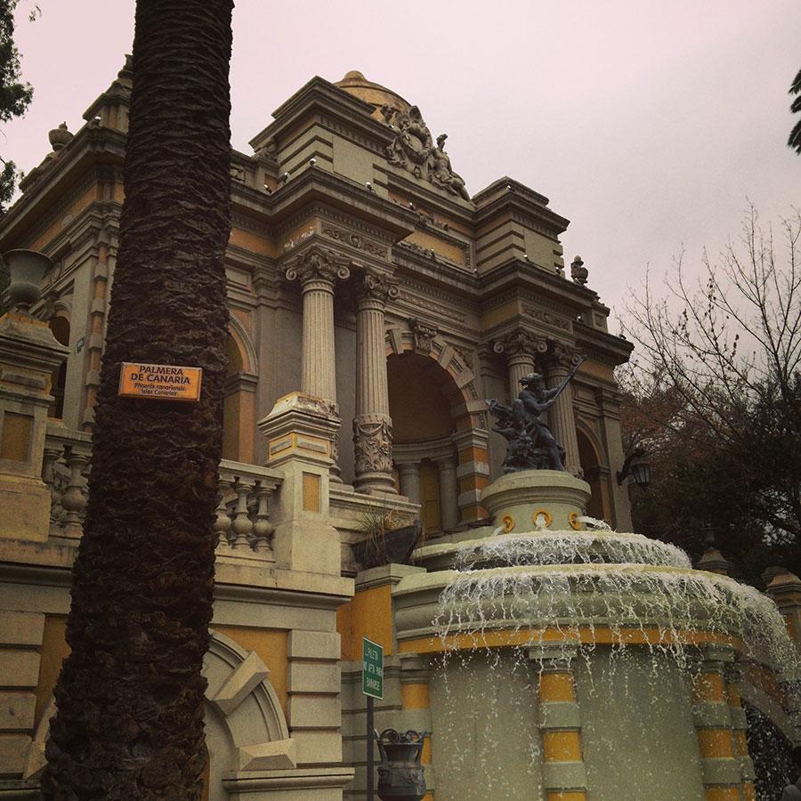 サンタルシア麓の建物