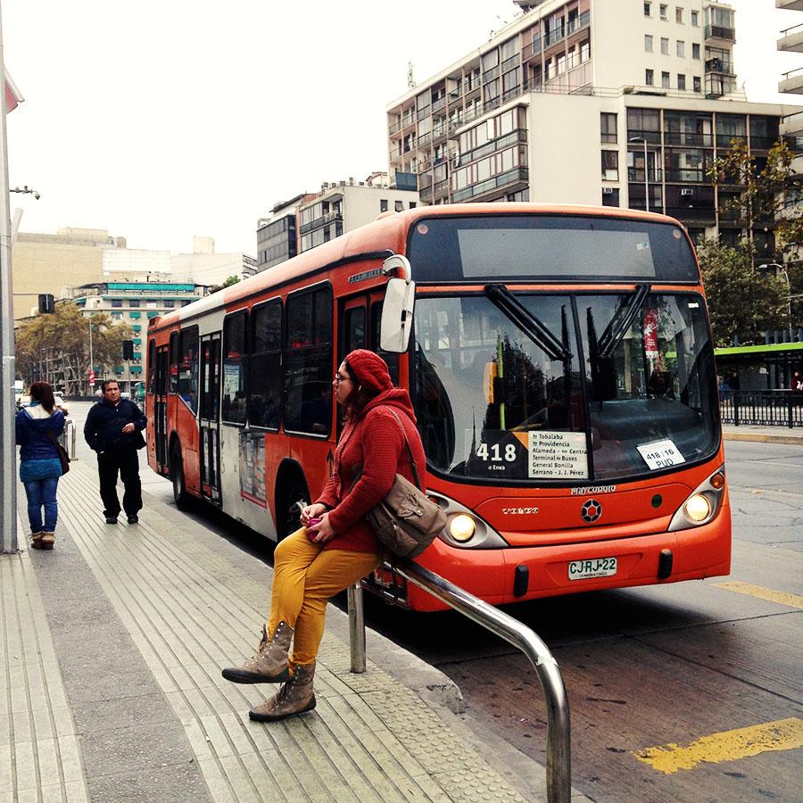 おしゃれな色のバス。