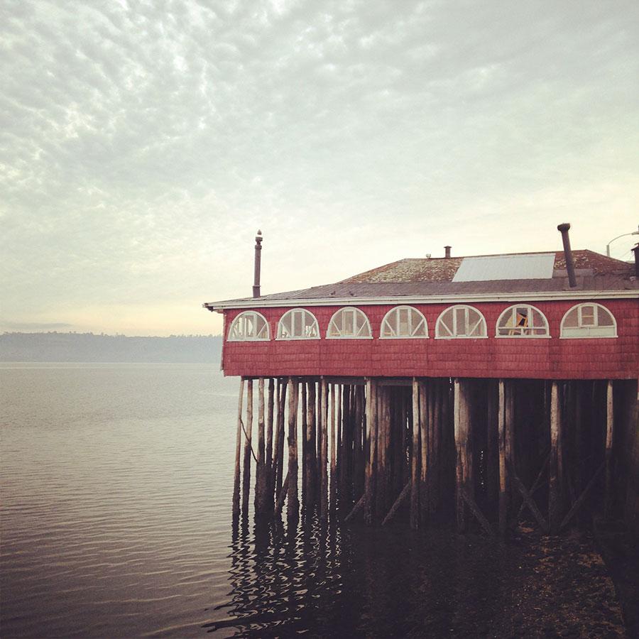 桟橋の上に建てられたレストラン