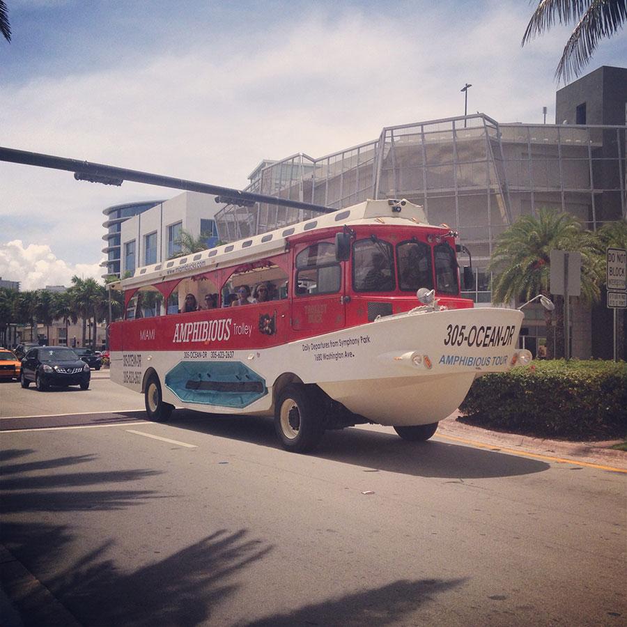 マイアミの水陸両用バス