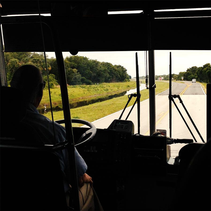 KSC Up-Close Explore Tourのバスの中から。