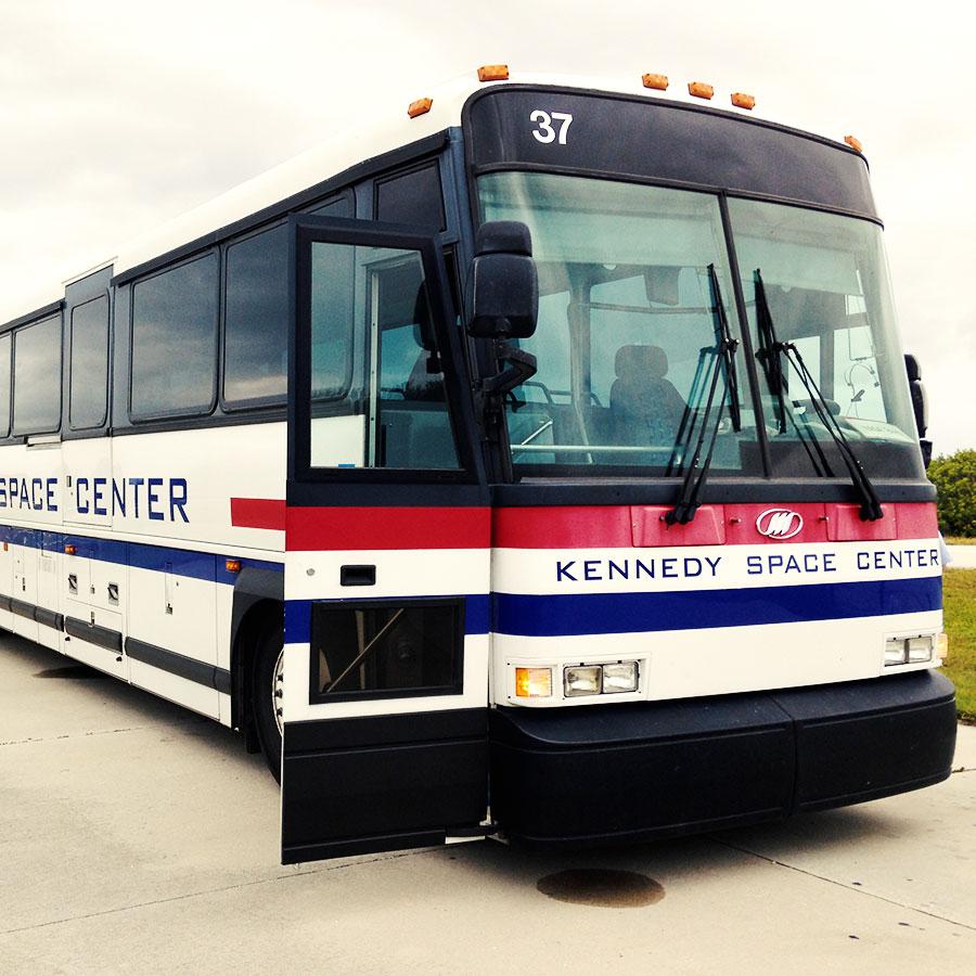 KSC Up-Close Explore Tourのバス
