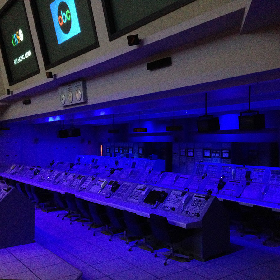 ケネディ宇宙センターの月面プロジェクトパビリオン・打ち上げ管制室