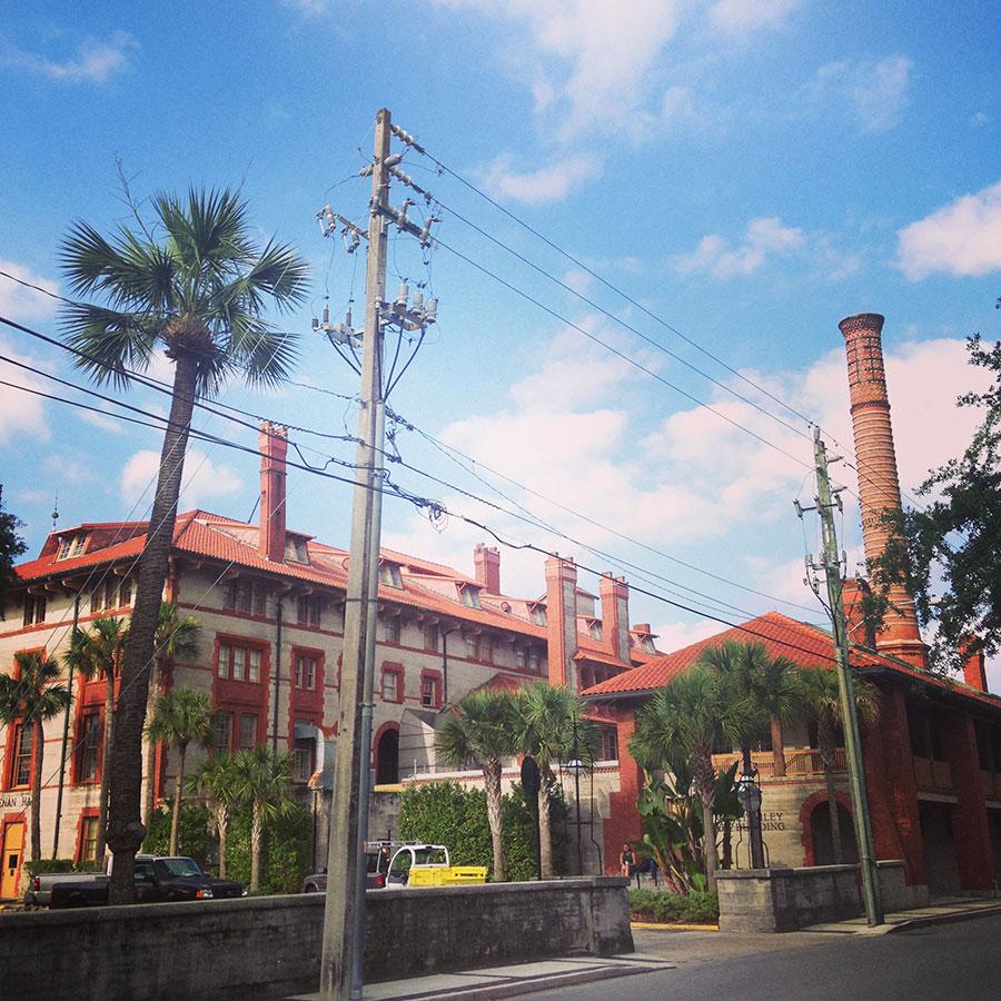 スペイン建築様式のフラッグラー大学。
