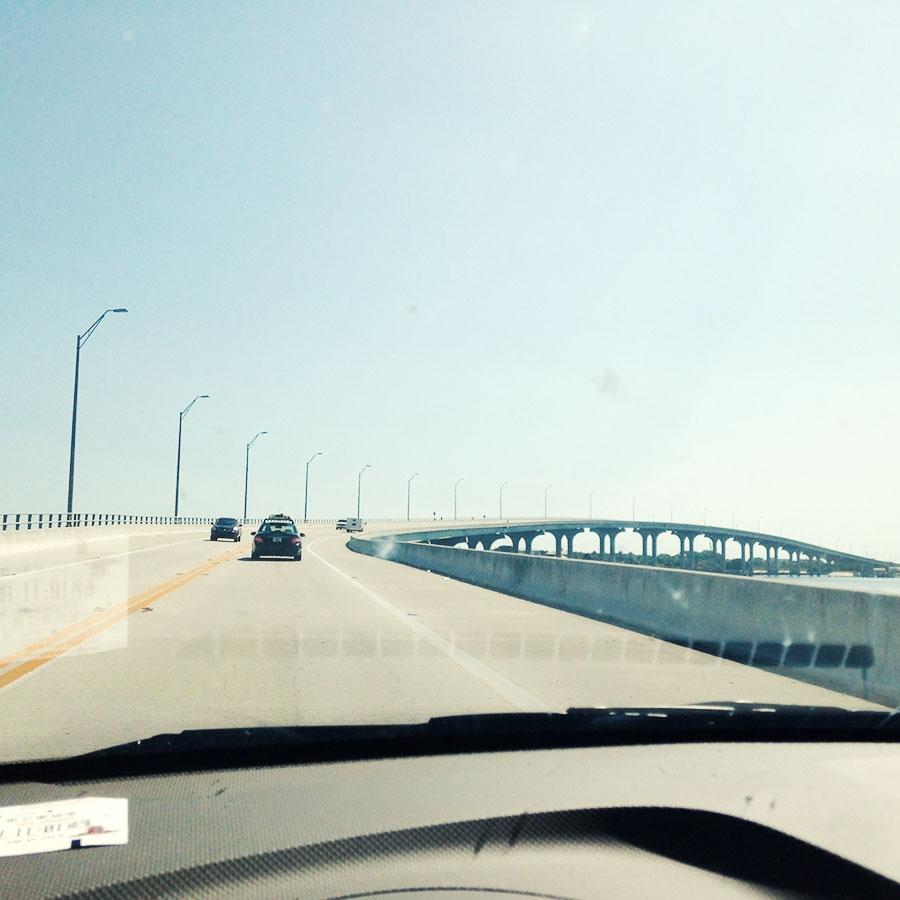 セント・オーガスティンから出る橋。