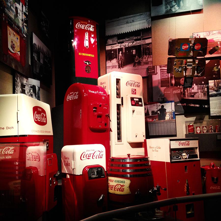 世界のコカ・コーラ販売機。
