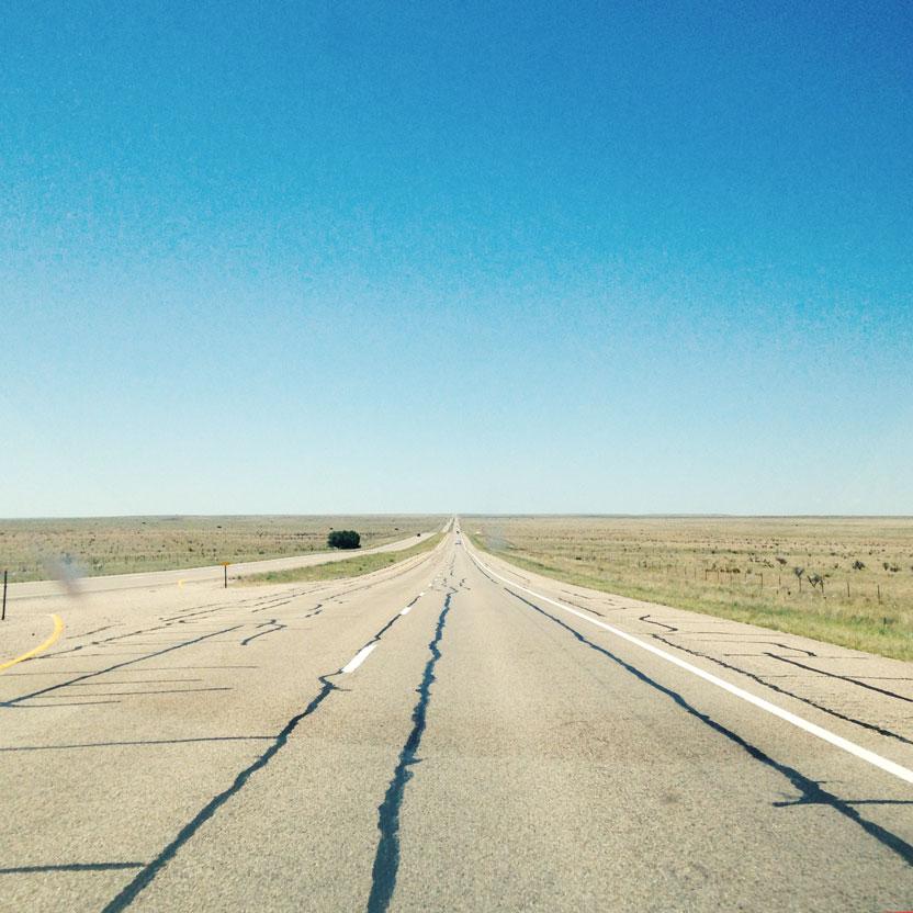 ニューメキシコ州 荒野の一本道